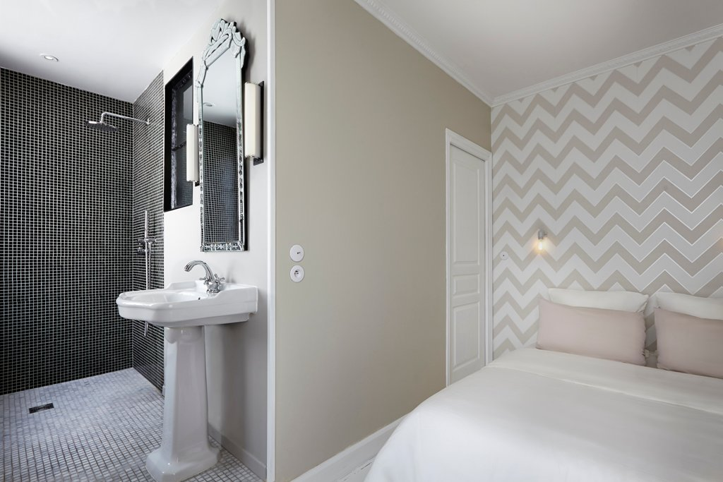 open concept bathroom design in the bedroom
