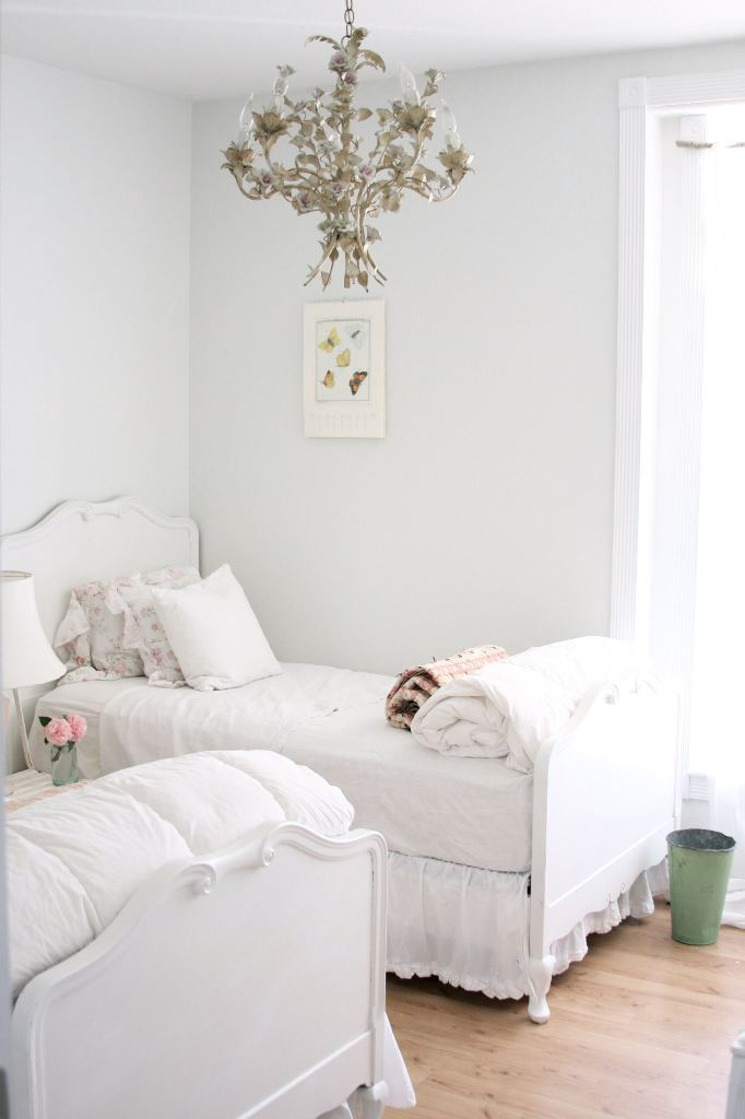 Small Space White Kids Bedroom Design