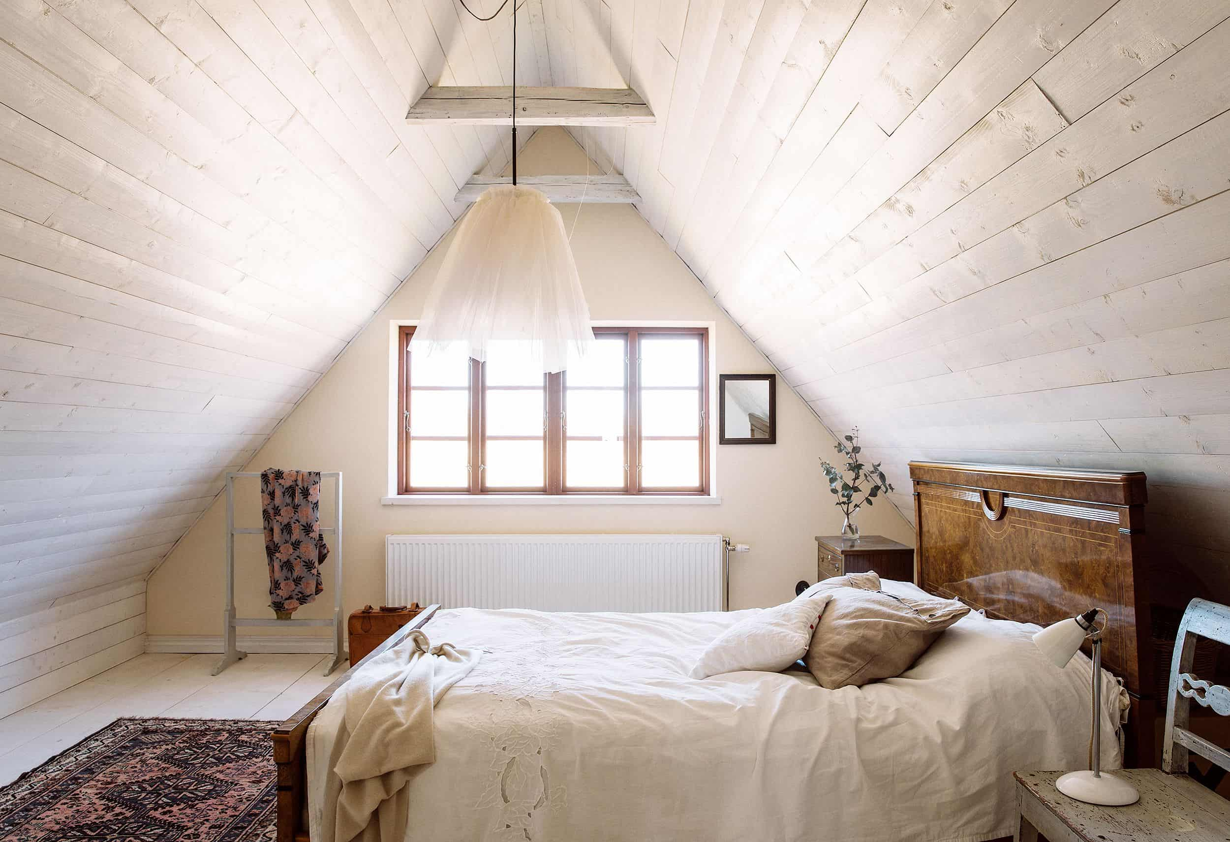 Small loft bedroom design ideas