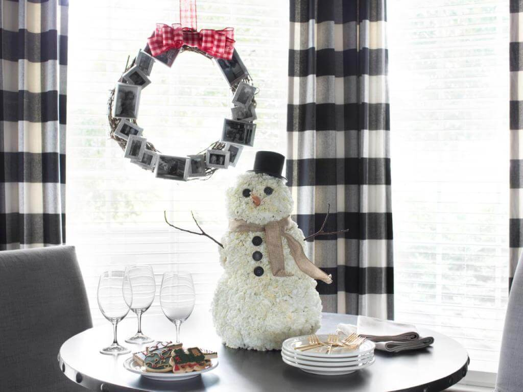 Plaid wreath and snowman decor