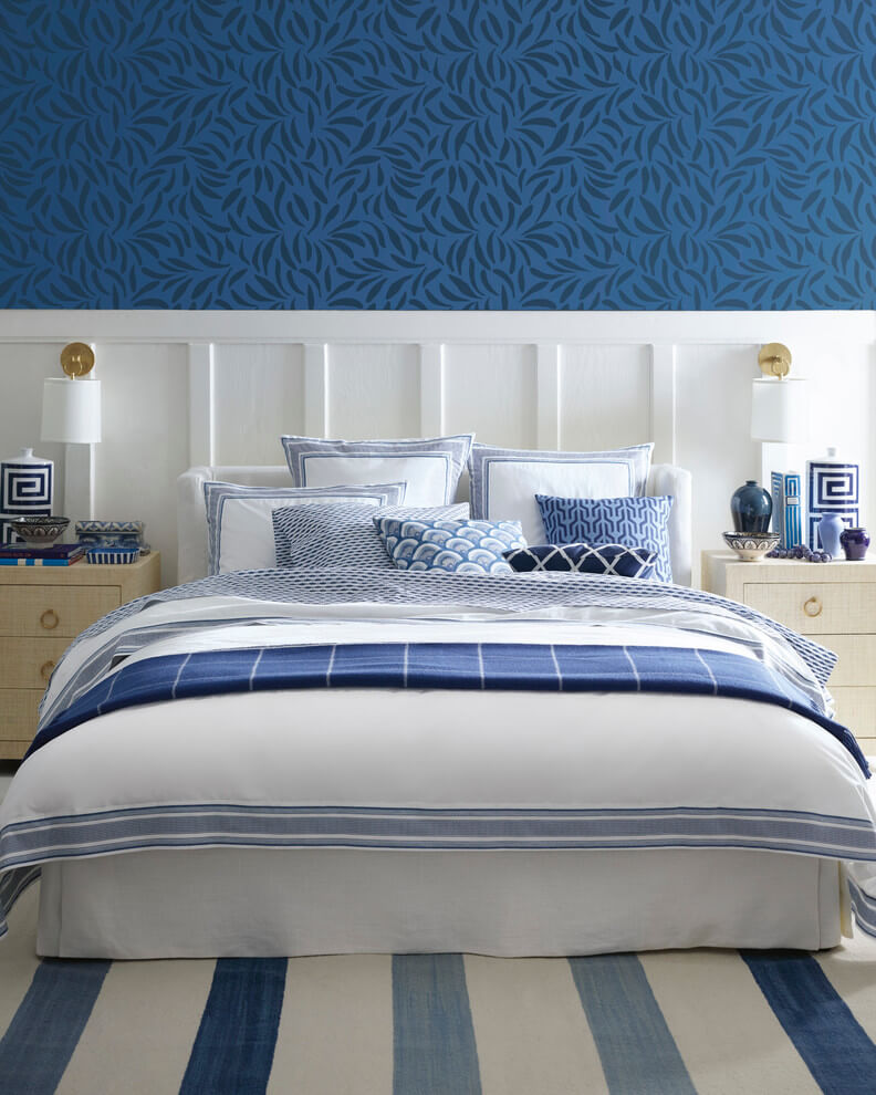 Quiet bedroom design in blue shades