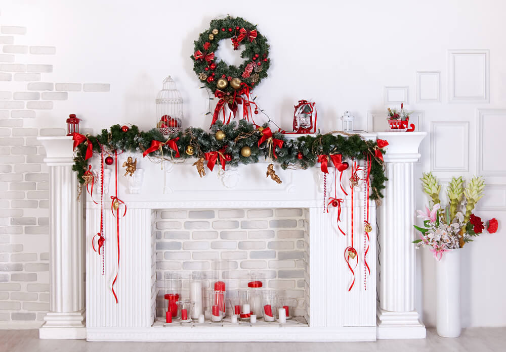 Traditional red-green Christmas mantle