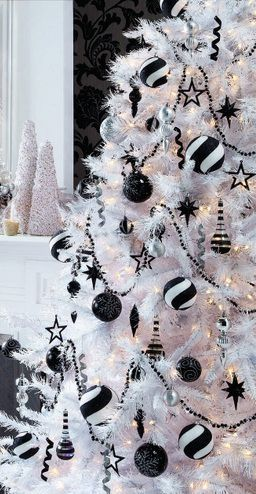 Chic Black And White,Pretty Christmas decor … | Black christmas .