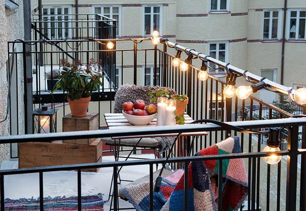Magical Christmas Balcony Decorations You Will Love To S