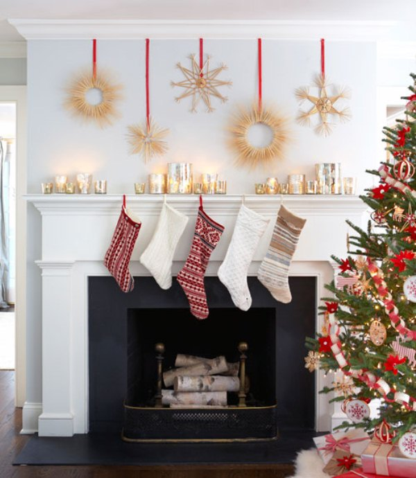 27 Inspiring Christmas Fireplace Mantel Decoration Ideas - DigsDi