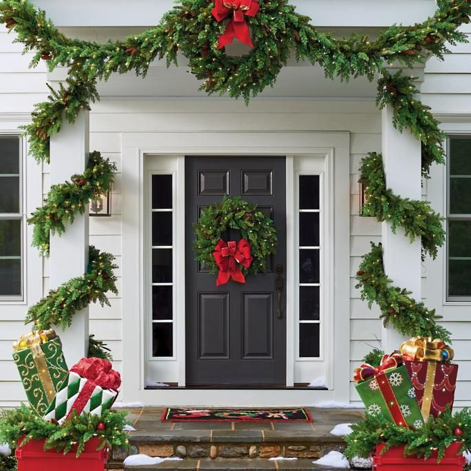 17 Christmas Porch and Front Door Decorating Ide