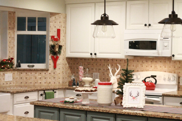 easy Christmas kitchen decor ide