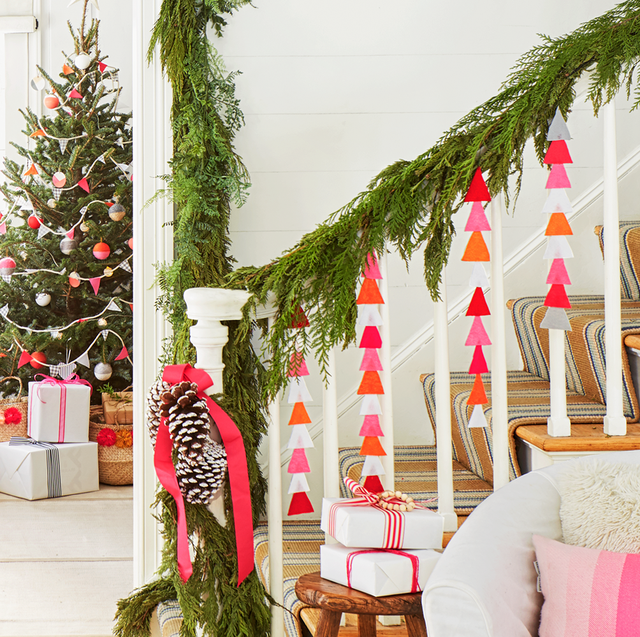17 Best Staircase Christmas Decorations - Holiday Stair Decor Ide