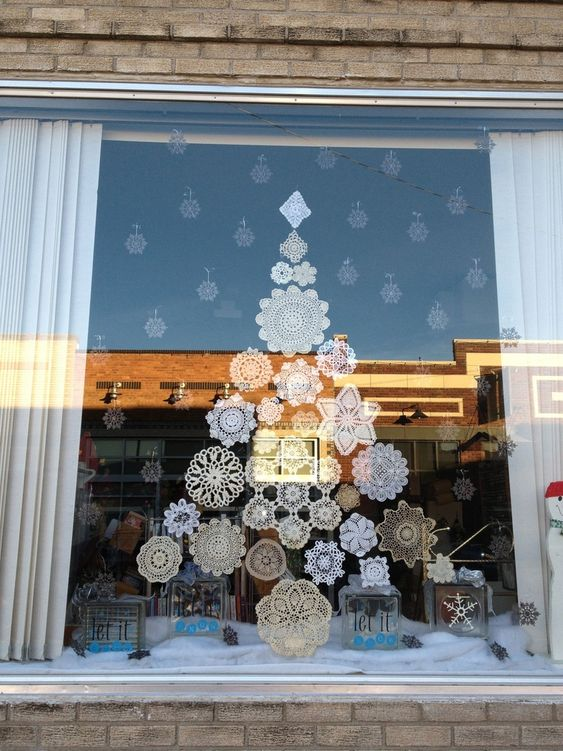 25 Awesome Christmas Window Decor Ideas - Page 13 of 25 - SeShell Bl