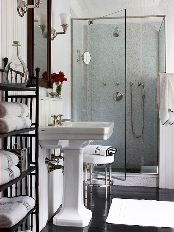 Comfortable And Classy Small Bathroom Ide