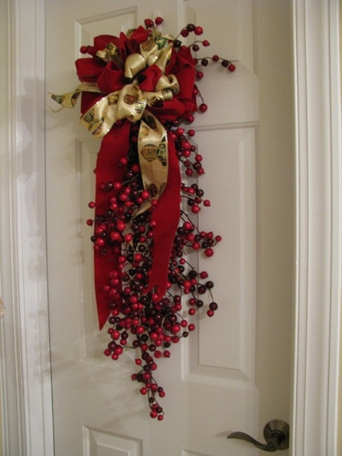 46 Cranberry Christmas Décor Ideas - DigsDi
