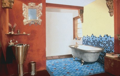 Bathroom Design Idea: Mixing Traditional and Contemporary Styles .