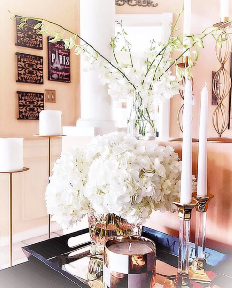 White house decor ideas. White candles. White and gold home decor .