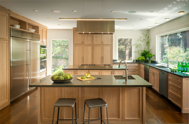 The Pros and Cons of Kitchen Islan