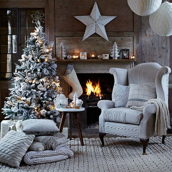 33 Best Christmas Country Living Room Decorating Ideas | Decohol