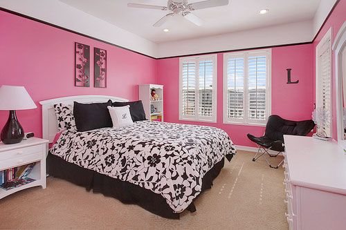 nice pink and black bedroom (With images) | Pink bedroom walls .