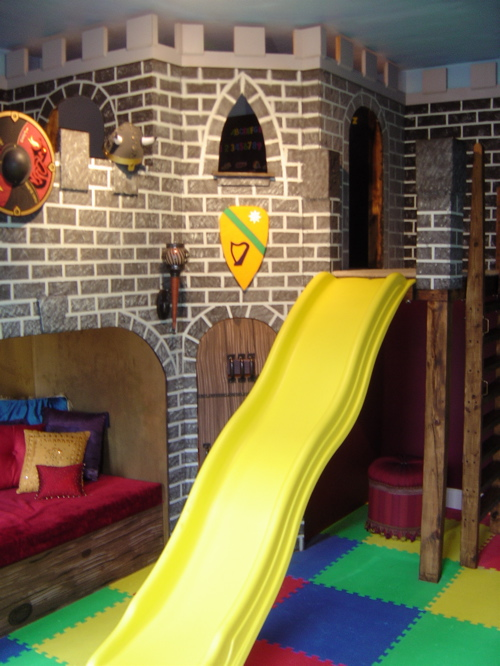 Playing house in a boyroom - children room interiors | Modern .