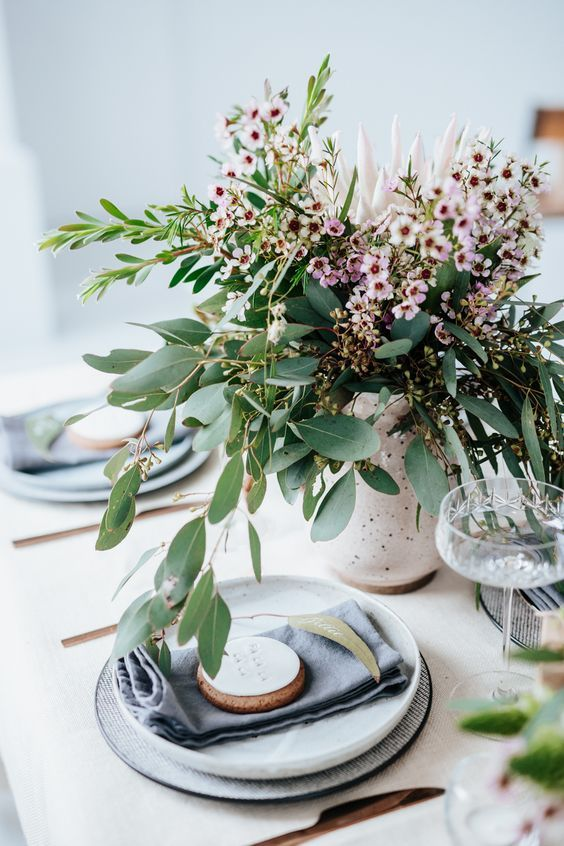 Table Trends For Your Dining Room | Christmas table decorations .