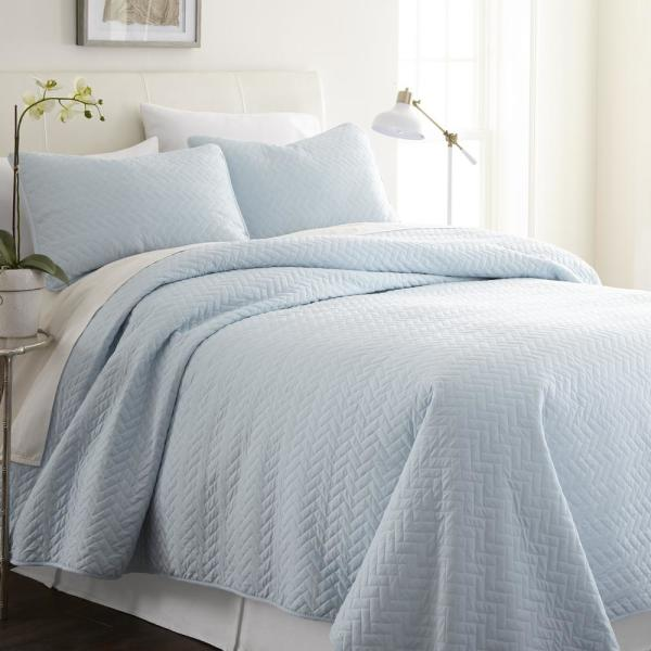 Becky Cameron Herring Pale Blue Queen Performance Quilted Coverlet .