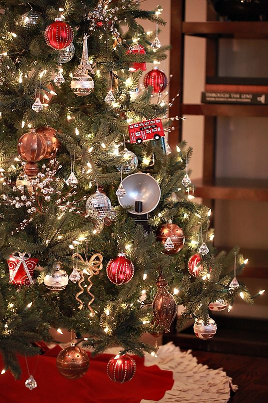 christmas tree decor idea: silver, gold, copper, and red | Gold .