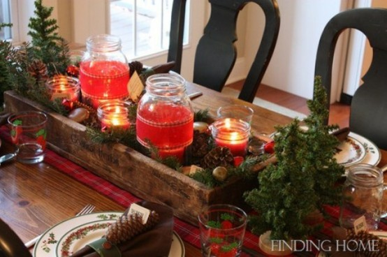 38 Inspiring Rustic Christmas Table Settings - DigsDi