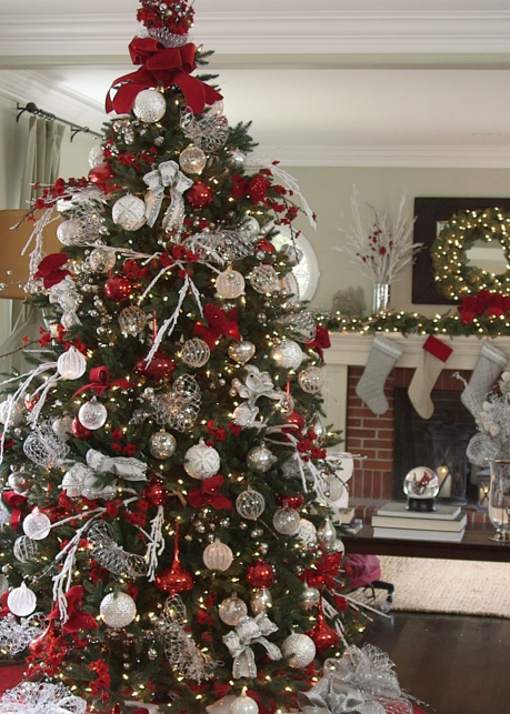 Decorate Your Christmas Tree Like a Pro With These 7 Tips .