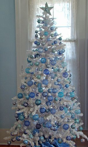 How do you decorate a White Christmas Tree? | Silver christmas .