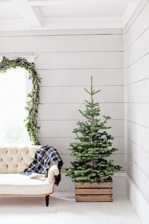 25 Trendy Minimalist Christmas Tree Decor Ideas | ComfyDwelling.c
