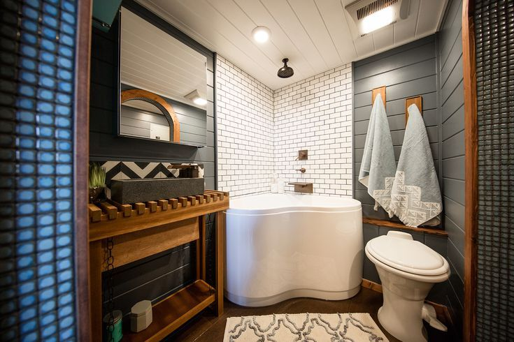 33 Small Shower Ideas for Tiny Homes and Teensy Bathrooms | Tiny .