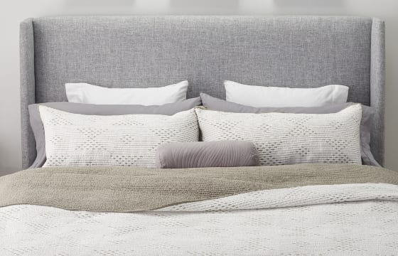 12 Ways to Arrange Pillows on a Bed | Overstock.c