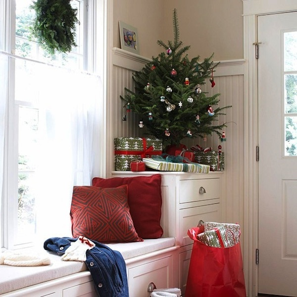 Creative Ideas for Space-Saving Christmas Trees for your Ho