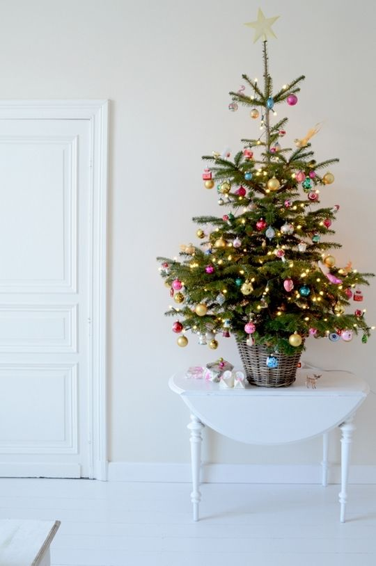 44 Space-Saving Christmas Trees For Small Spaces - DigsDi