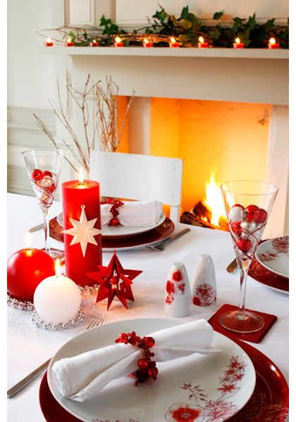 The striking red is just beautiful! | Christmas table decorations .