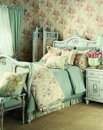 Decorating Vintage Cottage Style Interiors | Shabby chic bedrooms .