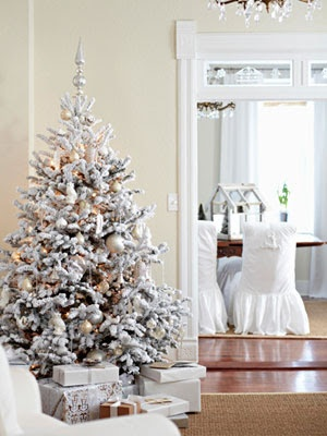 53 Exciting Silver And White Christmas Tree Decor Ideas - DigsDi