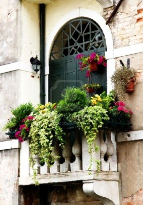 25 Cozy Balcony Decorating Ideas (With images) | Balcony flowers .