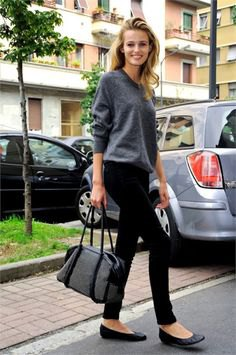 gray knitted sweater with round neckline, black drainpipe trousers and ballerinas made of leather
