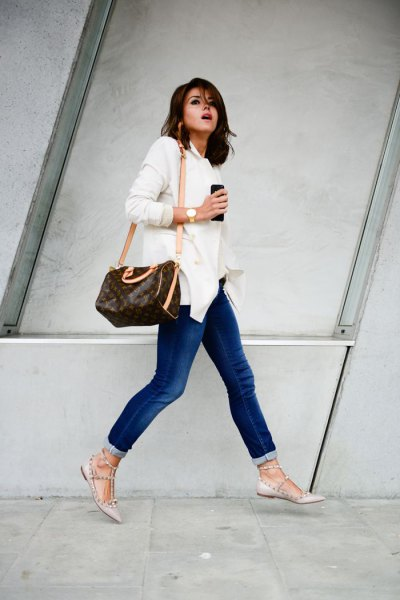 white long-sleeved shirt with buttons, jeans and pink ballerinas made of strappy leather