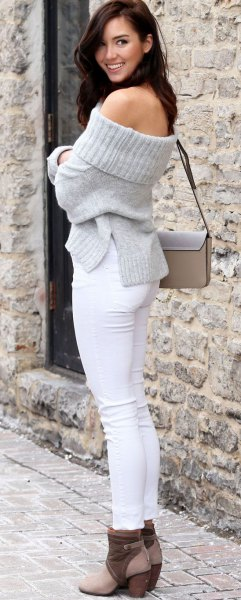 gray off the shoulder knit sweater white skinny jeans