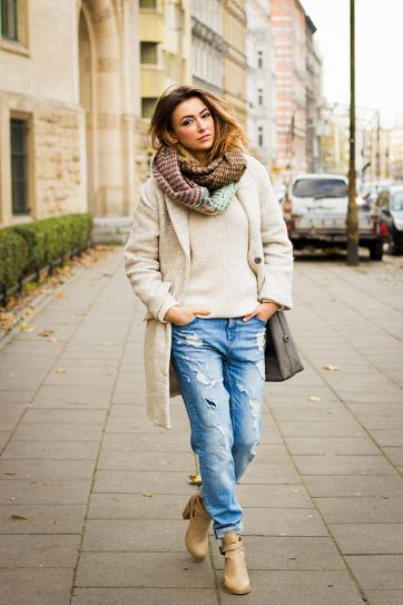 25 Ways to Look Feminine in Baggy Jeans | Boyfriend jeans winter .