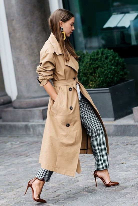 How To Wear A Trench Coat This Year: 15+ Stunning Looks | Бежевый .