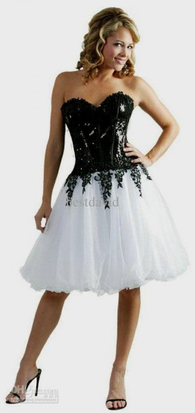 Knee-length dress made of black and white corset tulle