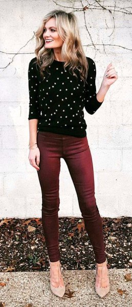 black and white polka dot sweater with round neckline, jeans and light pink heels
