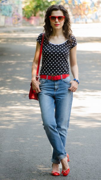 black and white polka dot t-shirt with light blue jeans with cuffs