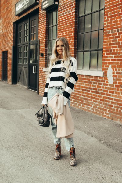 wide striped black and white sweater with boyfriend jeans