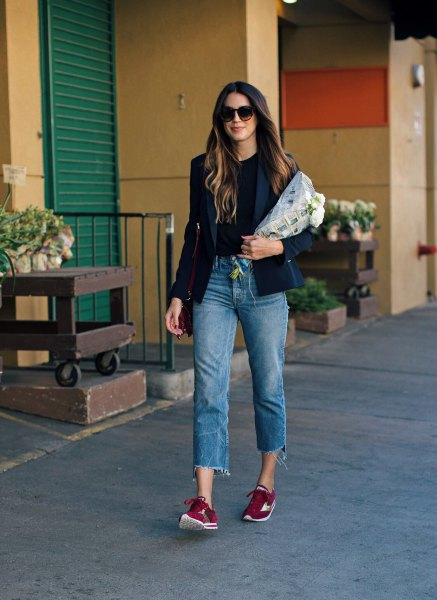 black blazer with cropped boyfriend jeans and burgundy, semi-formal sneakers