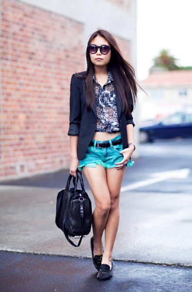 black blazer with a shirt with a floral print and spiked slippers