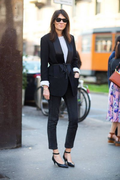 black blazer with matching skinny jeans and kitten heel shoes