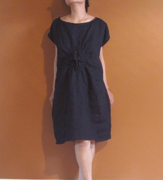 black tunic with gathered waist made of linen