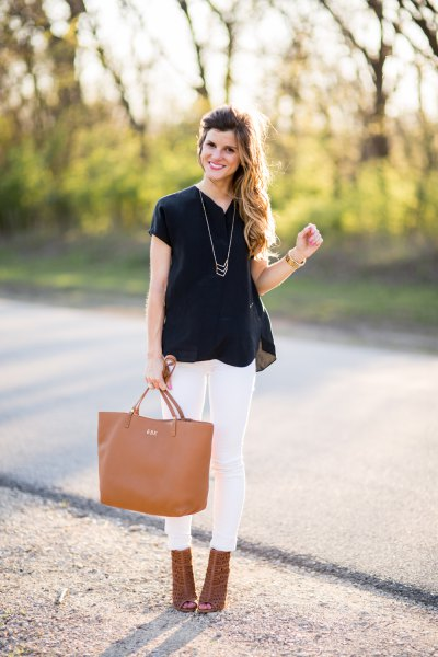 black chiffon short-sleeved blouse with white skinny jeans